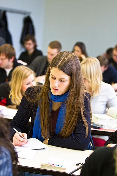 Schreibende Studentin